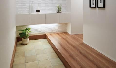 壁と床にアレルピュアを張った玄関空間