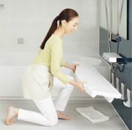 カウンター裏もピカピカに。洗いにくい壁や床もラクな姿勢で洗えます。