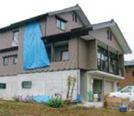 集落が壊滅的な被害を受けた中で全半壊を逃れたスーパーウォール住宅