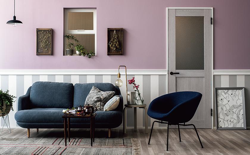 ホワイトの枠が額縁のように、壁紙のストライプと合わせてお部屋のチャームポイントになります。