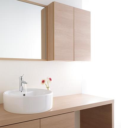 オープンな空間に調和する家具調デザイン