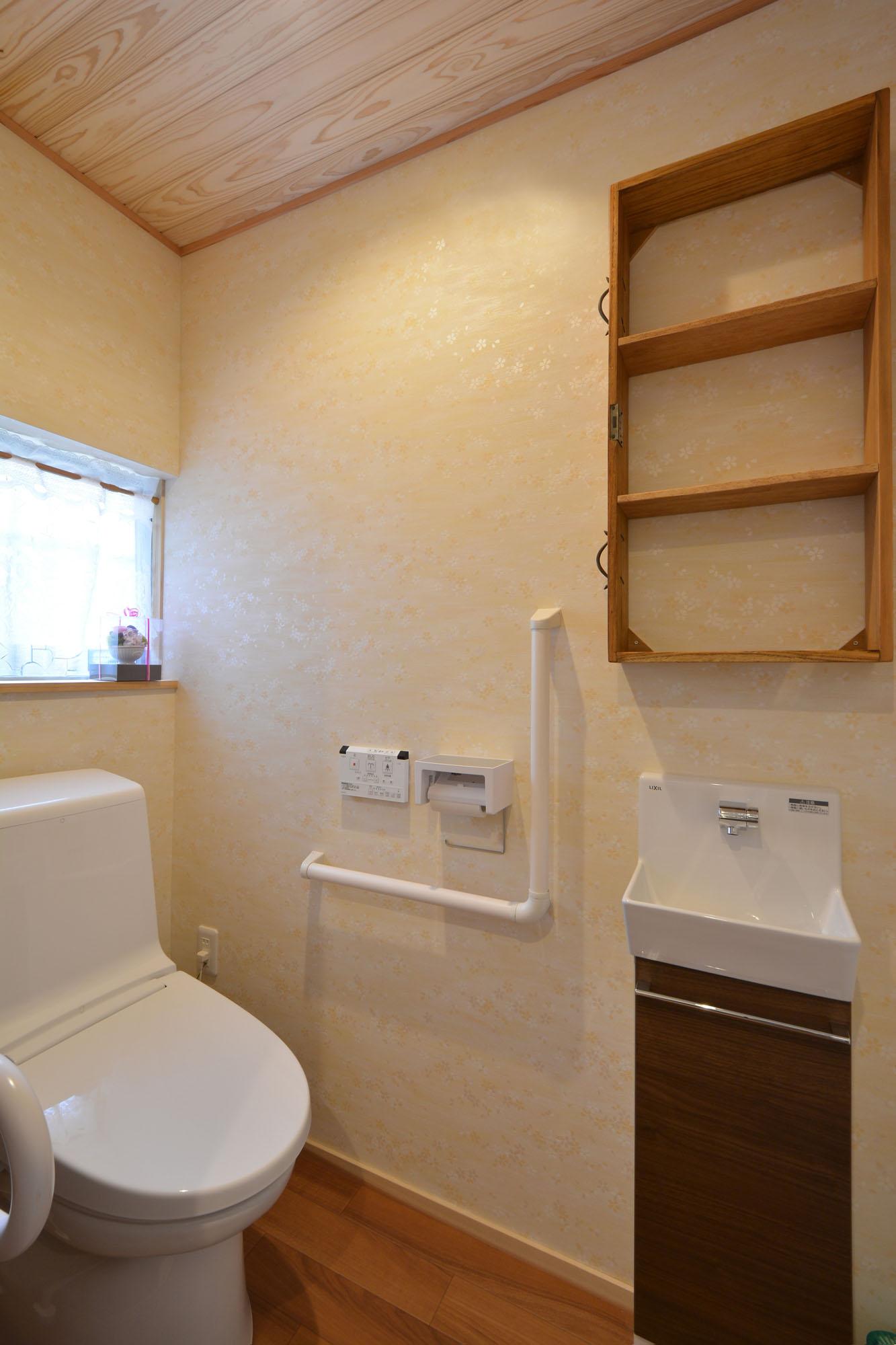 お客様も家族も気持ちよく使える、広く清潔なトイレ。の写真