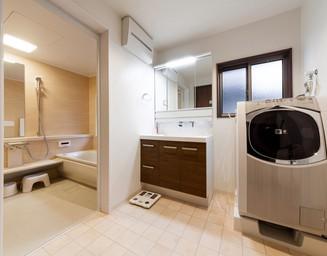 洗面と浴室の一体感。の写真