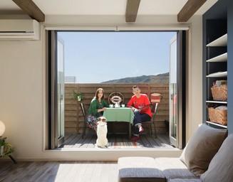 バルコニーを補強、拡大して屋外リビングに。の写真