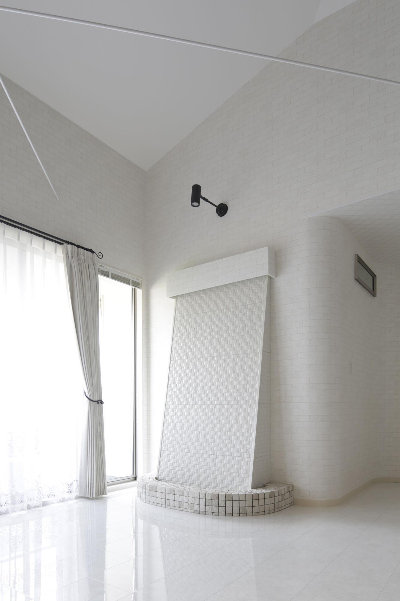 室内に、せせらぎを奏でるカスケード(滝)を設置。の写真