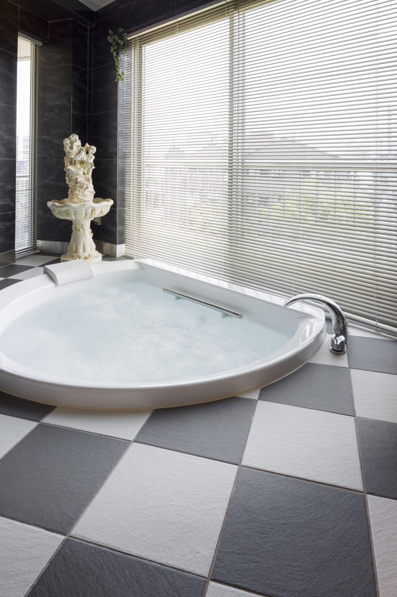 広い浴室も、サーモタイルであたたかく。の写真