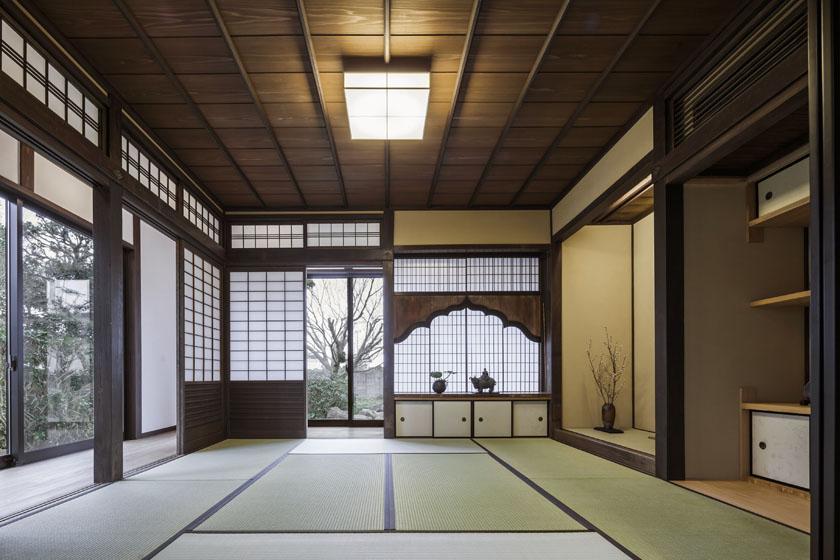 江戸時代の面影をみせる繊細な細工の建具が印象的。の写真