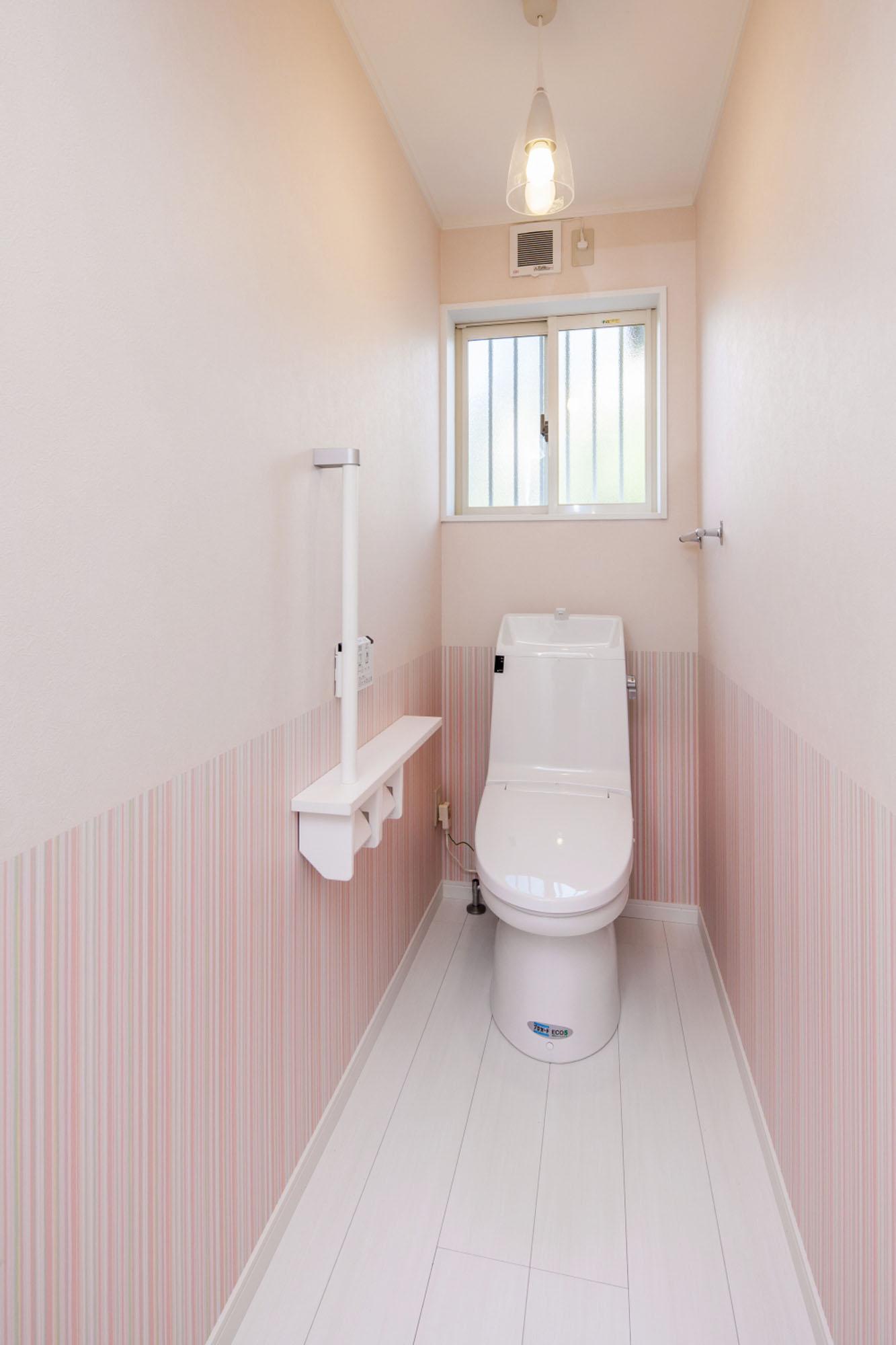 明るくあたたかいトイレです。の写真