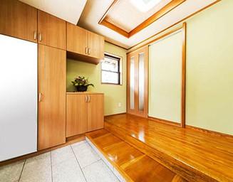 広い玄関と玄関ホール。の写真