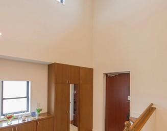 高い天井の玄関ホール。の写真