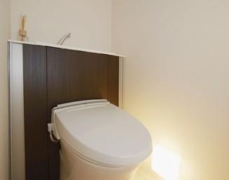 トイレの足もと照明。の写真
