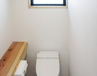 杉板の手洗いカウンター。の写真