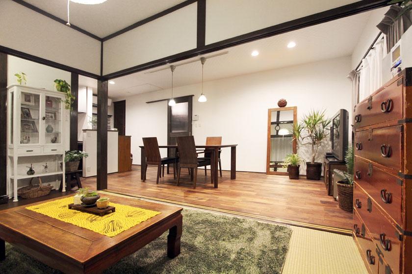 アンティークの家具があります。の写真