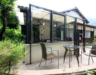 和風の家に合うガーデンルームです。の写真