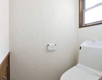 明るく白いトイレ。の写真