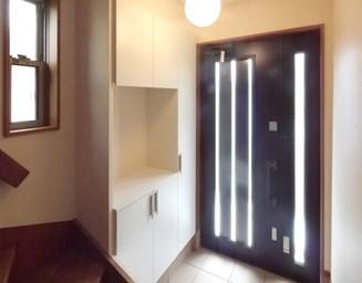 明るくなった玄関まわり。の写真
