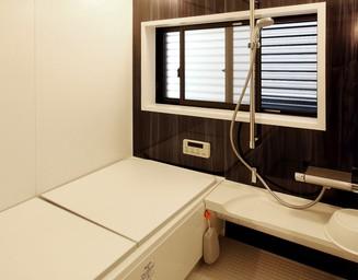 統一感のある浴室。の写真