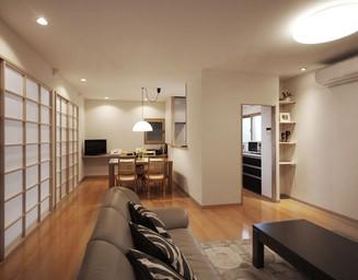 新設のリビングルーム。の写真