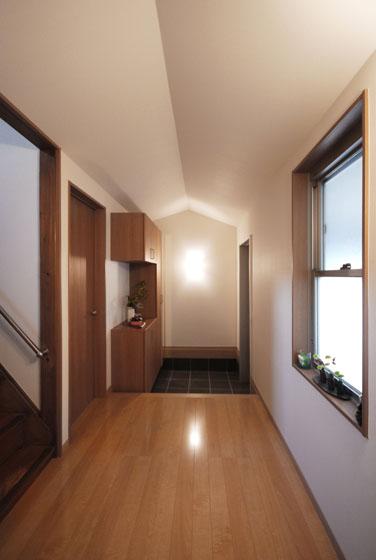 たっぷりした玄関収納。の写真