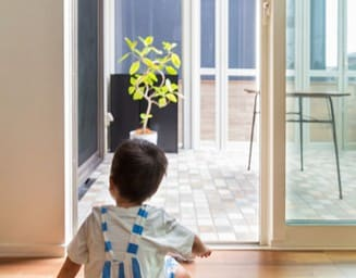 子供でも出入りしやすい安心の開口部。の写真