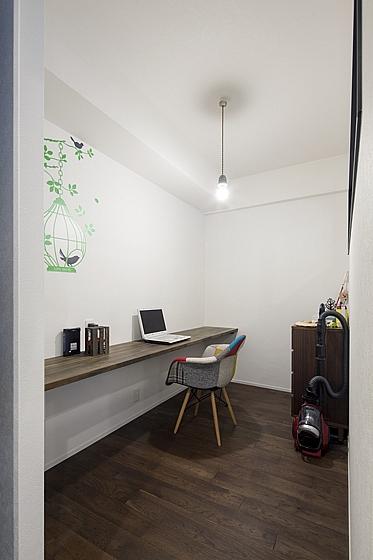 ご主人の書斎DENは自分の世界に集中できるスペース。の写真