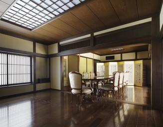 洋風アンティーク家具が似合う、和の空間。の写真