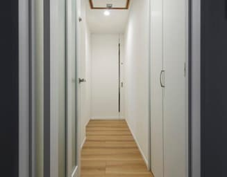リビング入口と階段手前の二重の扉で、断熱性アップ。の写真