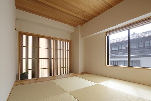 京の趣きを採り入れた町屋風の和室。の写真