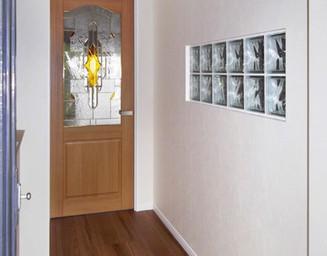 ステンドグラス入りのドアです。の写真