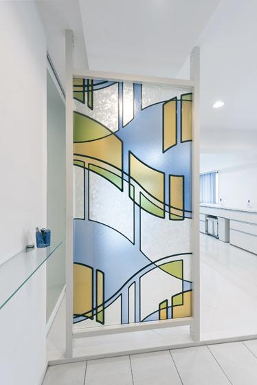 デザインガラスのパーテーション。の写真