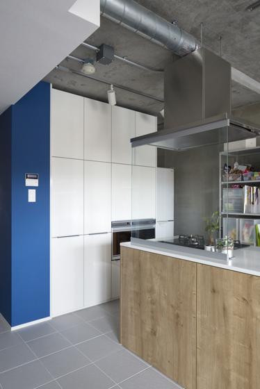家電タワーも装備した、たっぷりのキッチン収納。の写真