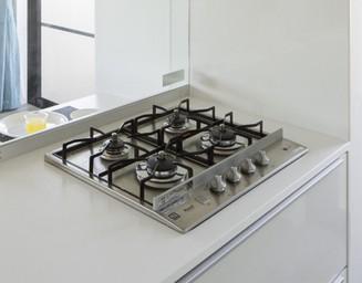 同時に何種類もの調理ができるコンロは奥様の味方。の写真