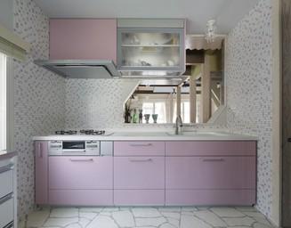 キッチンとタイルの色をさりげなくコーディネイト。の写真