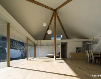 大黒柱と大屋根、すべてが広々とした空間ですの写真