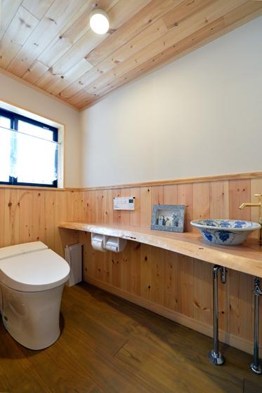 和の佇まいのトイレ。の写真