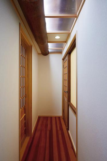 明るくなった廊下です。の写真