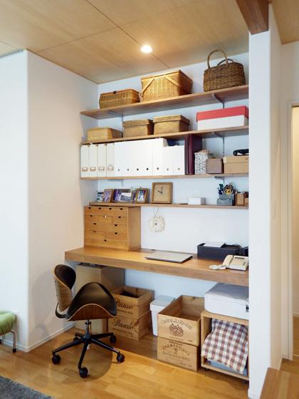 飾り棚、兼、仕事スペース。の写真