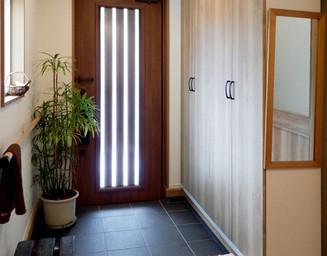 光が入る明るい玄関。の写真