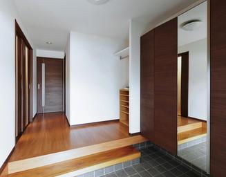 広々とした玄関、工夫があります。の写真