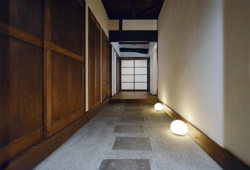 京町家の「通り庭」をイメージしました。の写真