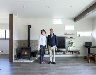 親から引き継いだ二世帯用住宅のワンフロアを、暮らしの中心として快適に、おしゃれにリフォーム。の写真