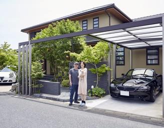 多彩な趣味を凝縮したスペースが完成。住宅とも調和する車庫まわり空間に。の写真