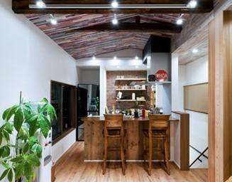 カフェ風のカウンターキッチン。の写真