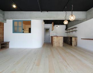 2部屋だった空間を、ひとつの大きなLDKへと変更。の写真