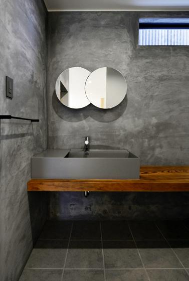 デザインされた洗面脱衣室です。の写真