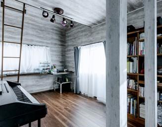 ピアノのある趣味の部屋。の写真