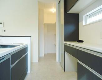 収納が多く、機能的なキッチンです。の写真