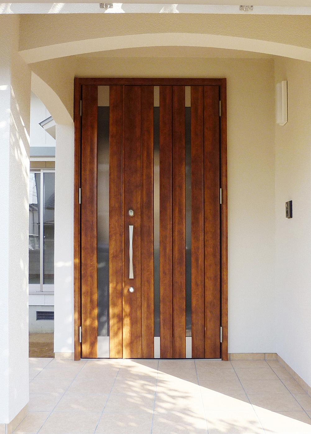 明るく広い玄関です。の写真