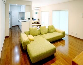 2つの部屋を統合し、広々としたくつろぎの空間に。の写真