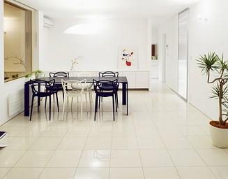 白い床タイル。の写真
